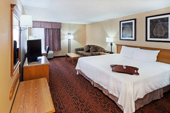 Salina, KS: Guest Room- Deluxe King