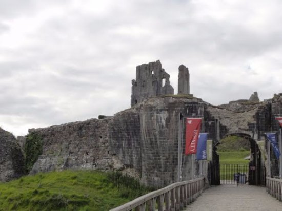 ‪‪Corfe Castle‬, UK: The dramatic ruins of Corfe Castle-125 The Square, Corfe Castle, Dorset BH20 5‬