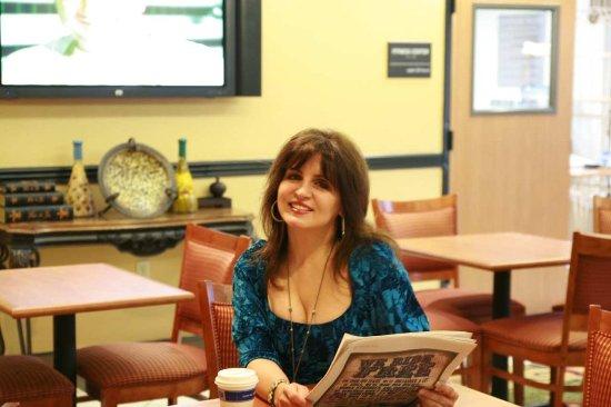 Clinton, MS: Deborah Allen Having Coffee