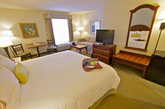 Clarks Summit, PA: King Bed Guest Room