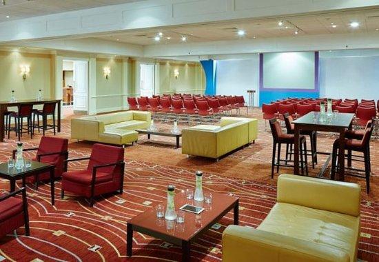 Слау, UK: Buckingham Suite