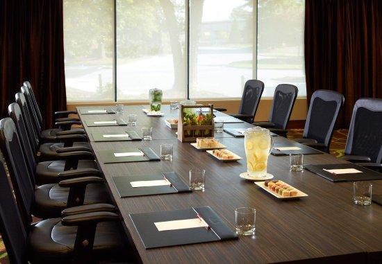 Dunwoody, جورجيا: Roosevelt Meeting Room - VIP Boardroom Set-Up