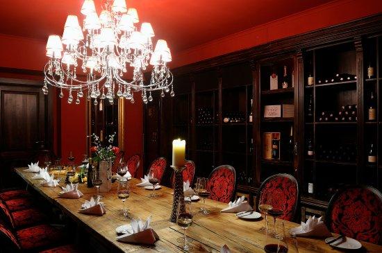 Restaurant & Hotel Schoene Aussicht Dresen: Weinkeller