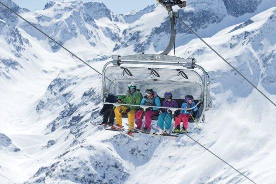 Österrike: Family skiing in St Anton am Arlberg