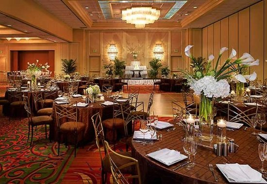 Irving, TX : Ballroom Wedding