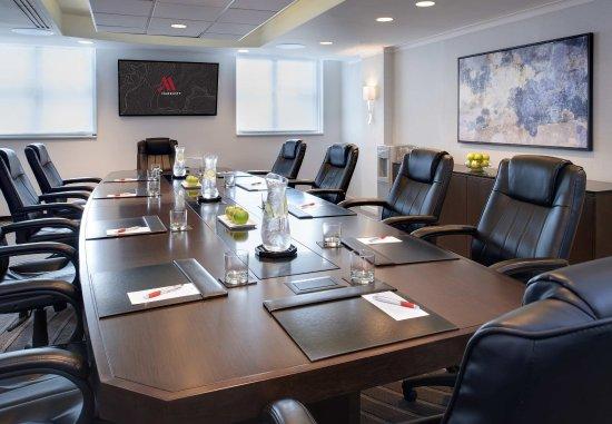 Rosemont, IL: Executive Boardroom
