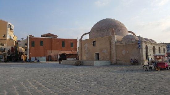 Old Venetian Harbor: moschea