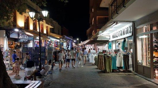 Old Venetian Harbor: centro di sera