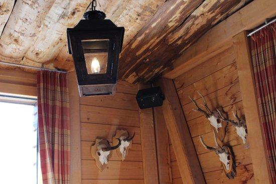 Stoos, Suiza: 店内は山小屋風