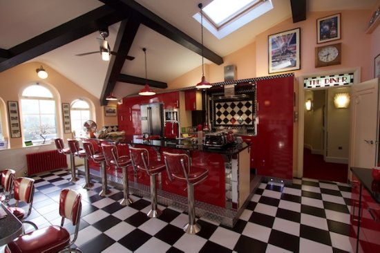 Little Hallingbury, UK: This is the American style diner which is shared by all guests
