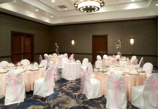 Town and Country, MO: Grand Ballroom - Reception Setup