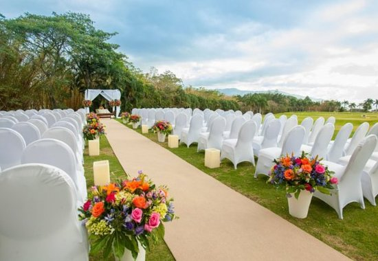 San Antonio De Belen, Costa Rica: Outdoor Wedding