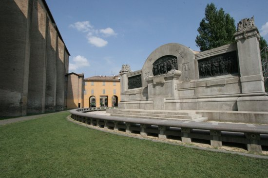 Ara del monumento a Giuseppe Verdi