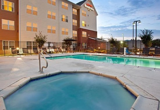 Ridgeland, Μισισιπής: Outdoor Pool & Hot Tub
