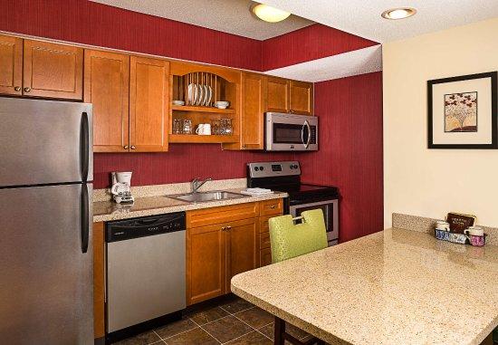 Windsor, CT: Suite Kitchen
