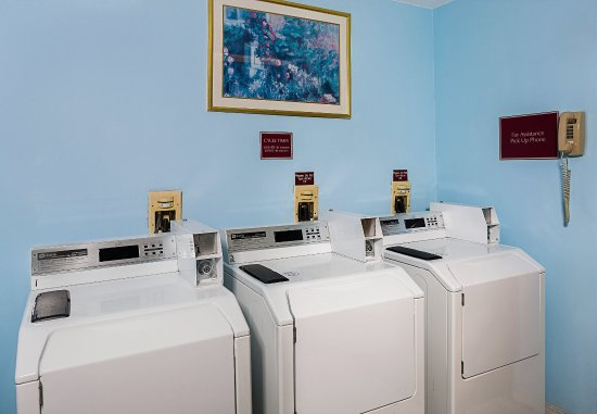 Windsor, CT: Guest Laundry Room