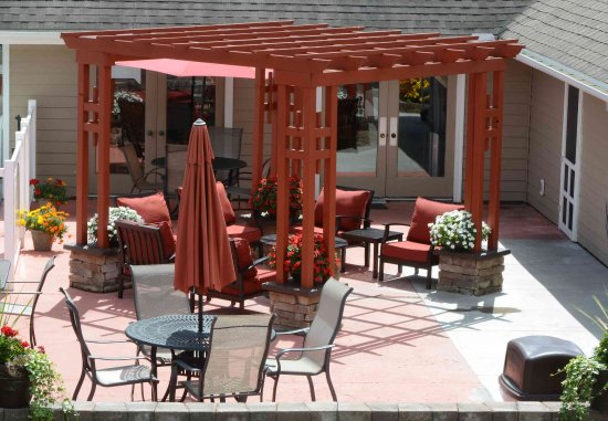 Amherst, Νέα Υόρκη: Outdoor Patio & Fire Pit
