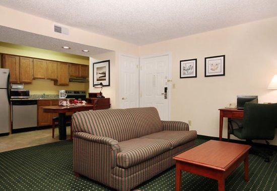 Tinton Falls, NJ: Studio Suite Living Area & Kitchen