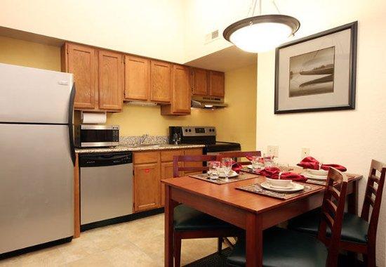 Tinton Falls, NJ: Penthouse Suite Kitchen