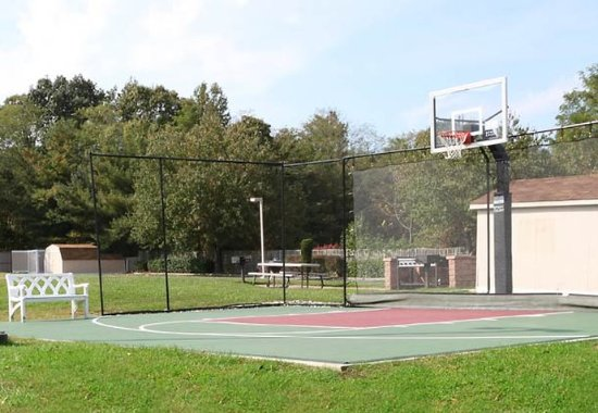 Tinton Falls, NJ: Sport Court