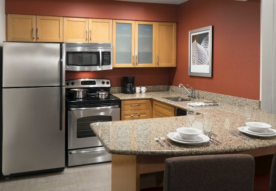 San Ramon, Kalifornia: Two-Bedroom Suite Kitchen