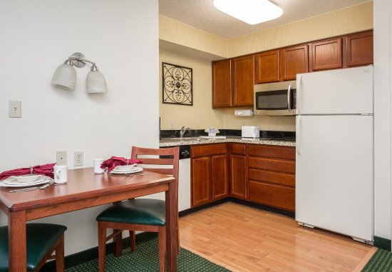 Independence, MO: One Bedroom Suite - Kitchen