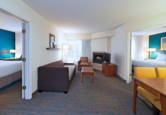 Stanhope, นิวเจอร์ซีย์: Two-Bedroom Suite - Living Room