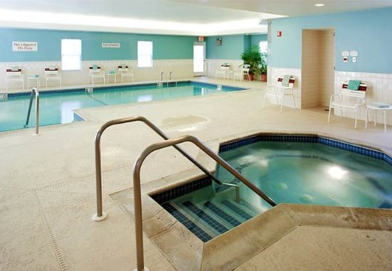 Westford, MA: Indoor Pool & Spa
