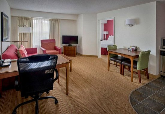 Andover, MA: One-Bedroom Suite