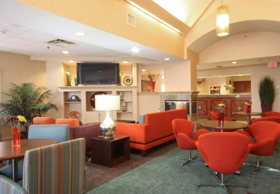 Bloomingdale, IL: Gatehouse Lobby