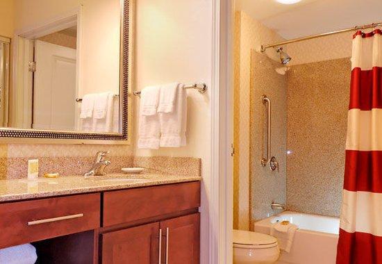 Mishawaka, IN: Guest Bathroom
