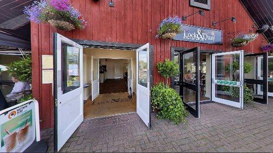 Hayes, UK: entrance