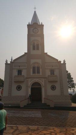 Delfinopolis, MG: Vista externa da igreja