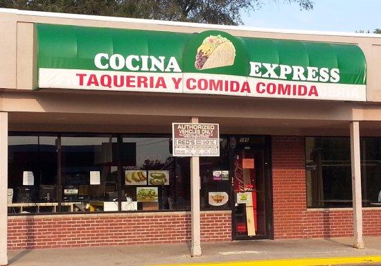 Des Plaines, IL: Front & entrance to Cocina Express