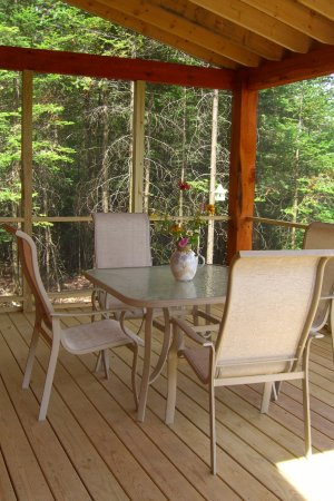 Robert Frost Mountain Cabins: Screened porches on all cabins