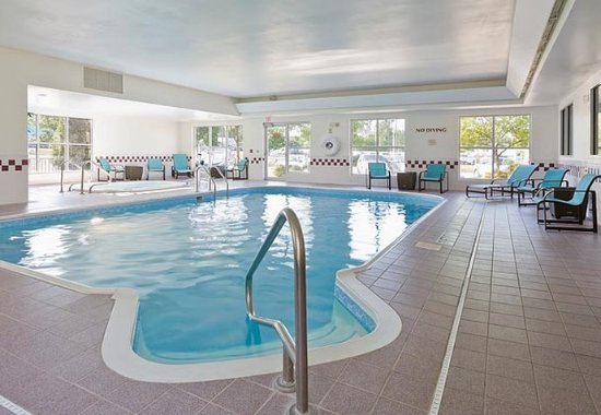 Cedar Rapids, IA: Indoor Pool & Spa