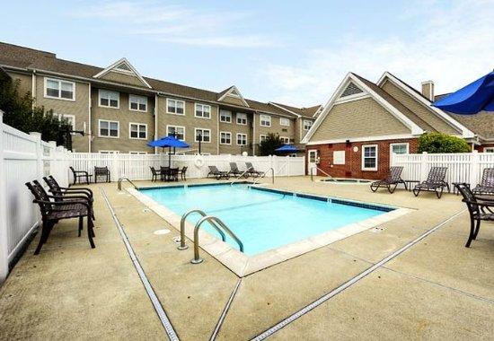 Foxboro, MA: Outdoor Pool & Whirlpool