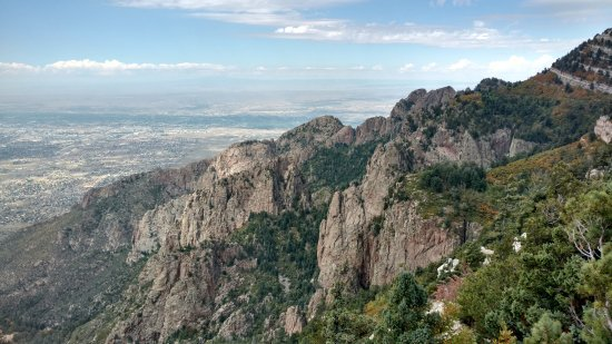 Sandia Peak Tramway: Stunning views from right next to the upper tram station