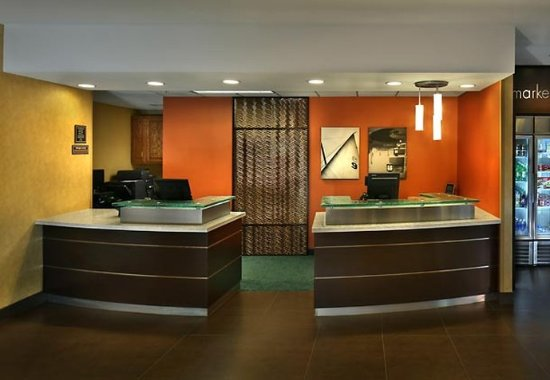 Residence Inn Danbury: Front Desk