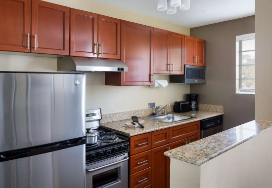 Milpitas, Californië: Two-Bedroom Suite Kitchen