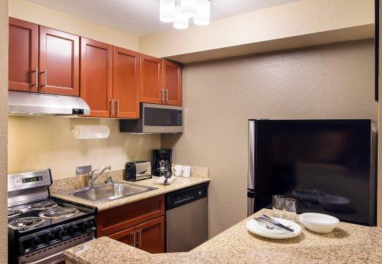 Milpitas, Californië: Suite Kitchen
