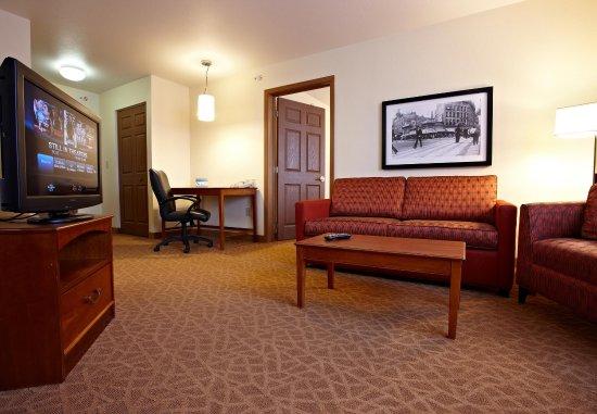 Livonia, MI: One-Bedroom Suite