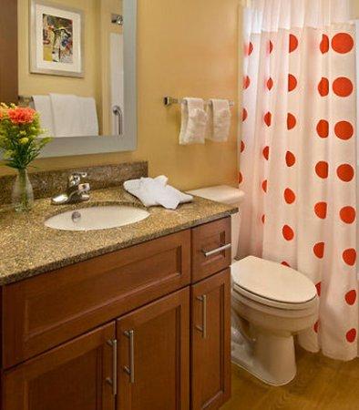 Englewood, Kolorado: Suite Bathroom