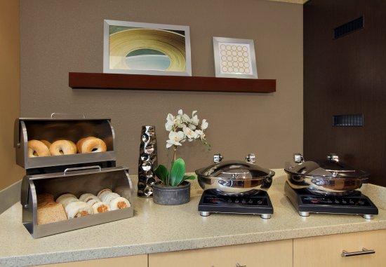 Newark, Kalifornien: Breakfast Buffet