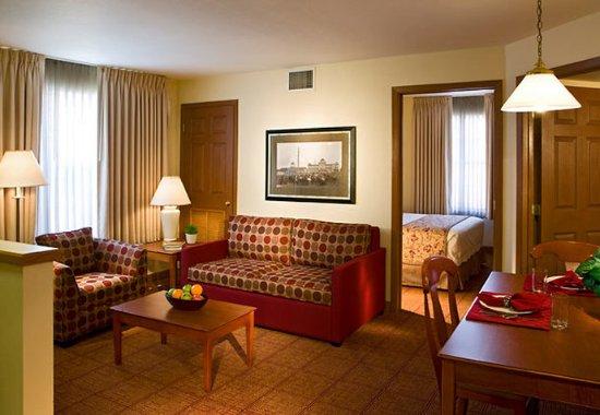 Sterling Heights, MI: Two-Bedroom Suite