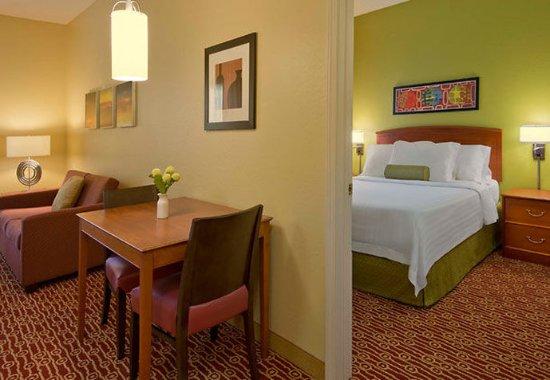 Westlake, OH: One-Bedroom Suite