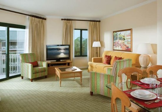 Marriott's Barony Beach Club: Villa Living & Dining Room