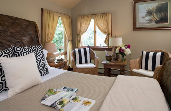 Abbey's Lantern Hill Inn: The Cadillac Room jacuzzi suite.