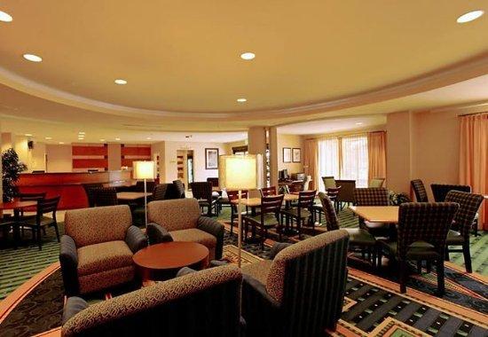 Lancaster, CA: Lounge