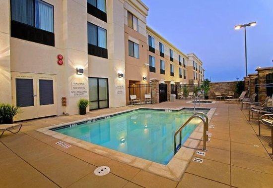 Lancaster, Californië: Outdoor Pool